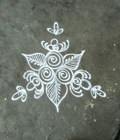 Explore latest easy rangoli design image ideas collection for Diwali. Here are amazing simple rangoli designs to decorate your home this festive season. Simple Rangoli Designs Images, Rangoli Designs Latest, Rangoli Border Designs, Rangoli Patterns, Rangoli Ideas, Rangoli Designs With Dots, Kolam Rangoli, Rangoli With Dots, Beautiful Rangoli Designs