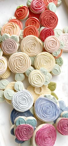 Flower Sugar Cookies, Sugar Cookie Royal Icing, Iced Sugar Cookies, No Flour Cookies, Cookies Et Biscuits, Decorated Sugar Cookie Recipe, Royal Icing Decorated Cookies, Fancy Cookies, Cute Cookies