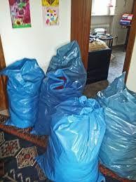 Im Wohnzimmer haben viele blaue Plastiksack und auch schaue. Mein Schwanz so stark steift. Ich gerne blaue Plastiksack und auch etwas spielen fühlt schöne weiche Plastikfolie!