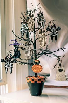 Halloween tree with cat mummies and cat bats