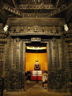 Inner Sanctum of the Halebid temple with a Shiva-Linga, the symbol of Shiva worshipped around India. Lord Shiva Hd Images, Lord Krishna Wallpapers, Shiva Linga, Mahakal Shiva, Temple India, Hindu Temple, Hindu Deities, Hinduism, Ganesh Lord