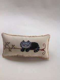 Who is the designer? Looks like an Alice in Wonderland Cheshire cat! Alice In Wonderland Cross Stitch, Cross Stitch Pillow, Cat Things, Cat Pillow, Bowl Fillers, Cheshire Cat, Blackwork, Hand Stitching, Cross Stitch Patterns