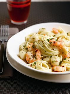 One of my all time favourite foods is seafood and pasta, the combination is just mind blowing and I believe prawns can make anything better!