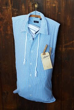 Flea Market Style: make a laundry bag out of mens shirt Clothespin Bag, Peg Bag, Flea Market Style, Ideas Hogar, Old Shirts, Sewing Projects For Beginners, Refashion, Sewing Crafts, Vintage Market