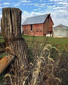 Land, till I die - Canvas Painting Country Barns, Country Life, Country Living, Country Roads, Farm Barn, Old Farm, Old Abandoned Houses, Old Houses, Farm Houses