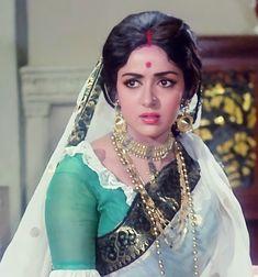 Bengali Bride, Hema Malini, Most Beautiful Bollywood Actress, Beauty Around The World, Vintage Bollywood, India Beauty, Indian Actresses, Braided Hairstyles, Jewellery
