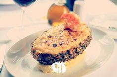 Já experimentou fazer camarão no abacaxi? Veja a receita http://fabiolenza.com.br/?p=2318