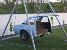 Creative reuse for an old car body! a car swing how awesome .- Creative reuse for an old car body! a car swing how awesome is this love it! Creative reuse for an old car body! a car swing how awesome is this love it! Cool Ideas, Creative Ideas, Diy Ideas, Decor Ideas, Cool Swings, Cool Inventions, Jacuzzi, Home Design, Design Crafts