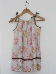 transformer une taie d'oreiller en robe ou tunique d'été pour fillette