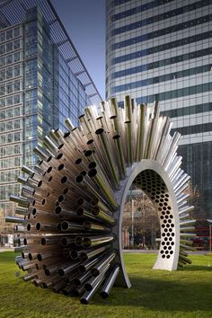 Metal sculpture that plays the wind