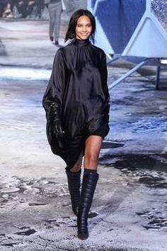 H&M Studio – Paris Fashion Week 2015 Trendreport - die Kollektionen der Modedesigner im Überblick. flair berichtet live von der Paris Fashion Week. Dieser Artikel aktualisiert sich regelmäßig
