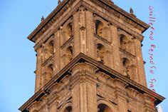 Torre norte de la catedral de Puebla, en ella se encuentra la campaña María!