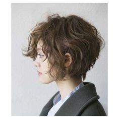 Stylish Short Haircuts for Curly Wavy Hair
