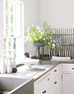I need this plate rack. Nancy Fishelson - 1795 Connecticut home makeover.