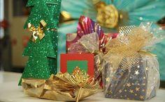 I neforemný dárek lze atraktivně zabalit. Dvojnásobná držitelka zápisu do Guinnessovy knihy rekordů Radka Křivánková ví, jak na to. Umí totiž originálně zabalit cokoliv.