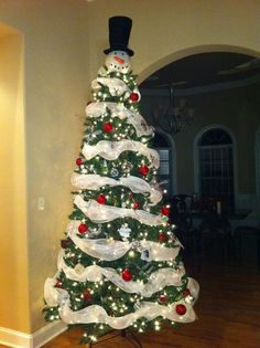 Snowman Christmas tree!!!! Definitely doing this for Christmas this year!! i love it