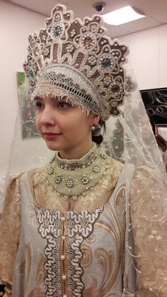 Traditional Russian costume of northern provinces Russian Beauty, Russian Fashion, Court Dresses, Dance Dresses, Period Costumes, Dance Costumes, Headdress, Headpiece, Traditional Dresses