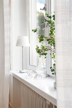 Fönsterbräda Shutter Blinds, Blinds For Windows, Breath Of Fresh Air, Inside Me, Green Life, Window Sill, All White, White Walls, Window Treatments