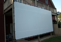 DIY Outdoor Movie Screen - Weekend Projects Turn your backyard into the neighborhood drive-in this weekend with an easy DIY outdoor movie screen. Backyard Movie Screen, Outdoor Movie Screen, Backyard Movie Nights, Outdoor Movie Nights, Outdoor Theater, Outdoor Projector Screen Diy, Outside Projector, Outdoor Entertaining, Outdoor Fun