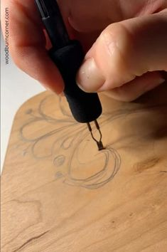 Wood Burning Tips, Wood Burning Techniques, Wood Burning Crafts, Wood Burning Patterns, Wood Slice Crafts, Wood Crafts, Wood Burn Designs, Wood Sample, Diy Crafts Jewelry