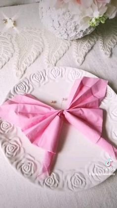 Paper Crafts Origami, Diy Paper, Flower Decorations, Table Decorations, Designer Dog Beds, Napkin Folding, Fabric Flowers, Sewing Crafts, Diy And Crafts