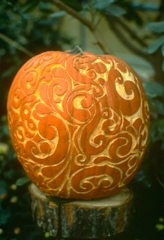 Wow - a quilted pumpkin! not really but I do FMQ in a similar style : )