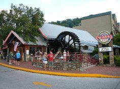 Calhoun's Gatlinburg - This place is has great service and the food is always delicious. Beautiful decor, excellent food and kid friendly. Come see us in the beautiful Smoky Mountains!