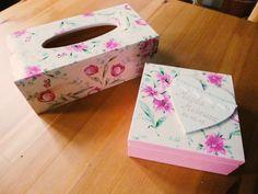 Drewniany chustecznik i pudełko, prezenty na ślub :) Oczywiście ozdobione techniką decoupage.