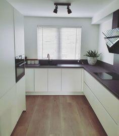 Kitchen Remodel Must Haves Renovation My Kitchen Rules, New Kitchen, Kitchen Corner, Rustic Kitchen Design, Interior Design Kitchen, Cuisines Design, Kitchen Styling, Kitchen Furniture, Home Kitchens