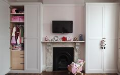 Alcove wardrobes in white satin lacquer and a medium frame. Bespoke interior storage.