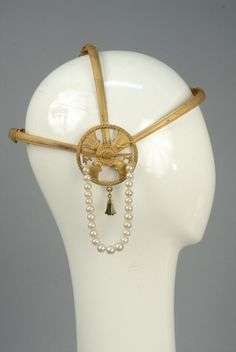 EGYPTIAN REVIVAL HEADPIECE with PEARL BEADS, 1920s. - Price Estimate: $250 - $350