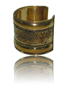 Antique Brass Kada For Women Rs. 299.00  Availability: In stock      Description     Additional Information     Comments   Antique Brass Kada For Women  Sits comfortably around the wrist  Smooth brass finishing  Easy to Wear