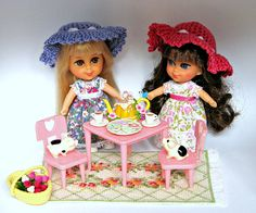 Kiddle tea party - I have these kiddles and the pigs too!