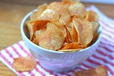 Make the best potato chips at home Healthy Cooking, Healthy Snacks, Healthy Eating, Potato Chips Homemade, Sous Vide Cooking, Cooking Oil, How To Make Potatoes, Sour Cream And Onion, Finger Foods
