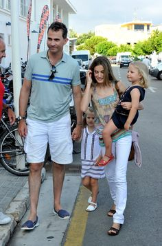 4 August 2010, Palma de Mallorca, Spain — Prince Felipe of Spain, Princess Letizia of Spain & their daughters Princess Leonor & Infanta Sofía, arrive at the Real Club Náutico de Palma (Royal Nautical Club) to attend Jaume Anglada's pop concert during the 3rd day of the 29th Copa del Rey Mapfre Audi Sailing Cup - Day 3 | Source: Carlos Alvarez/Getty Images Europe
