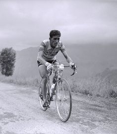 World of Cycling – Online Bike Shop Velo Vintage, Vintage Cycles, Online Bike Shop, Peugeot, Bicycle Race, Cycling Art, Team Photos, Tours, Historical Images
