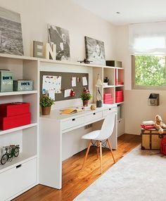 Espace bureau fonctionnel pour les enfants. http://www.m-habitat.fr/petits-espaces/bureau/amenagement-d-un-coin-bureau-2562_A