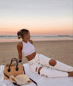 Mode Outfits, Fashion Outfits, 2000s Fashion, Shotting Photo, Insta Photo Ideas, Summer Aesthetic, Summer Pictures, Mode Vintage, Looks Style