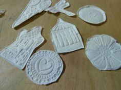 How to make papercasts..   TUTORIAL..  http://art-and-sole.blogspot.co.uk/2014/05/papercasting.html