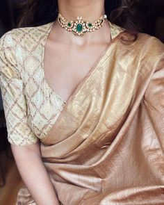 Blouse Designs High Neck, Sari Blouse Designs, Fancy Blouse Designs, Indian Fashion Dresses, Indian Designer Outfits, Fashion Outfits, Looks Party, Stylish Sarees, Trendy Sarees