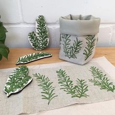 Fabric Stamping, Handmade Stamps, Fabric Painting, Diy Crafts To Sell, Fabric Crafts, Printing On Fabric, Sewing Projects, Arts And Crafts, Crafty