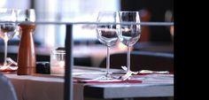 """Eten in een gezellig en stijlvol kader ...  In de oude haven van Antwerpen bevindt zich aan de oever van de Schelde een stijlvol en """"loungy"""" restaurant. Het unieke uitzicht over de rivier biedt een romantisch en stijlvol kader gecombineerd met een uitgelezen kaart.  Kijk verder op deze website hoe een bezoek aan de Kaai het begin van een onvergetelijke avond kan worden!"""
