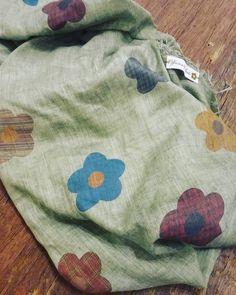 Pashmina lino cotone fashion officina del sarto foligno Sleep Mask, Fashion Studio, Ikat, Fashion Photography, Photoshoot, Sweatshirts, Instagram Posts, Model, Sweaters