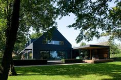 Cramped '60s House Transforms Into Open Modern Residence - http://freshome.com/open-modern-residence-netherlands/