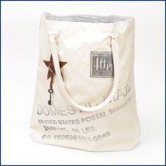 Ein paar #Sonnenstrahlen kommen doch noch hervor, da kann auch die #sommerliche #Tasche #Postal gezückt werden. Süße #Handtasche mit niedlichen #Aufnähern und #Motiven. Besonders gut gefällt uns das blau-weiß gestreifte #Innenfutter. Die Tasche ist hier im #Feingefühl #Shop erhältlich: http://feingefühl-shop.de/taschen/580/tasche-postal-creme?c=9
