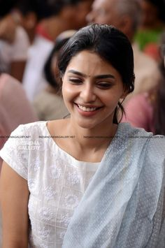 Salwar Neck Designs, Churidar Designs, Sari Blouse Designs, Dress Neck Designs, South Indian Actress, Beautiful Indian Actress, Party Wear Sarees Online, Movies Malayalam, Malayalam Actress