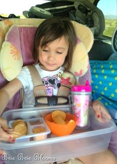 Vacationing with preschool aged kiddos - quick tips for road trips {avoiding a meal time mess} - Brie Brie Blooms