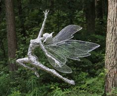 Robin Wight& stunning and stunning wire fairy sculptures Robin Wight, Wire Art Sculpture, Modern Sculpture, Wire Sculptures, Chicken Wire Art, Sculptures Sur Fil, Fantasy Wire, Elfen Fantasy, Fairy Figurines