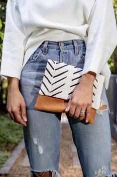 Solo Clutch Hand Stitching, Clutch Bag, Denim Skirt, Im Not Perfect, Pairs, Purses, Fabric, Leather, Clothes
