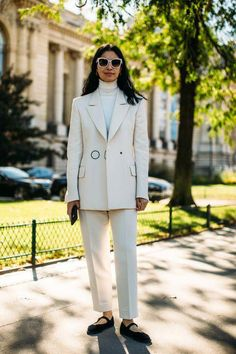Attendees at Paris Fashion Week Spring 2019 - Street Fashion Street Style Edgy, Street Style Trends, Cool Street Fashion, Paris Fashion, Fashion Fall, Women's Fashion, Cheap Fashion, Affordable Fashion, Fashion Clothes